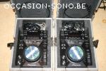 2 platines Pioneer CDJ-400 avec cases
